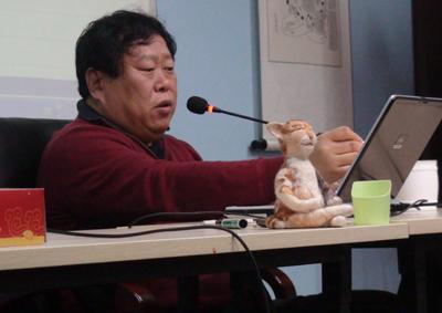 Профессор сюй минтан проводит лекции
